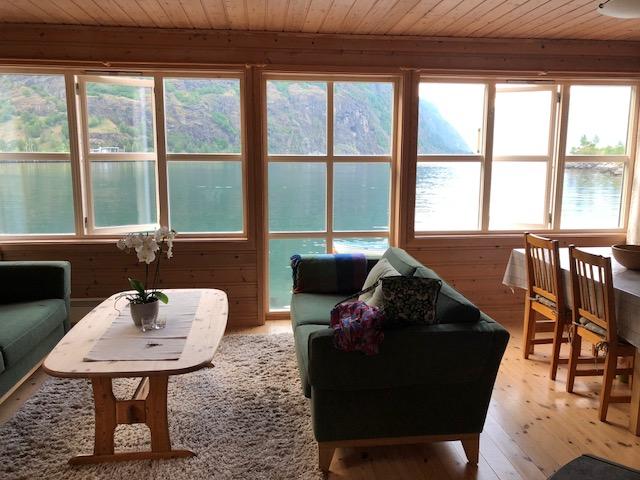 Cottage LR2