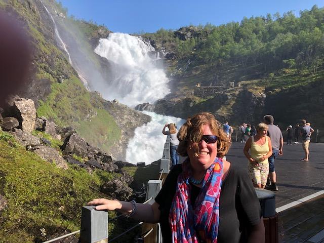 Flamsbana Waterfall - me